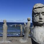 Statues s'enfonçant dans la mer ...