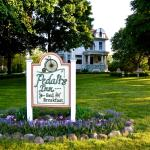 Front lawn of Pedal'rs Inn Bed and Breakfast