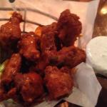 Decent crisp buffalo wings reminded me of Duff's but w/ no heat