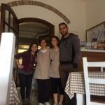 noi insieme alla proprietaria Giulia e a sua mamma Antonella