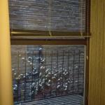 Zimmer 503 bietet leider nur eine schmutzige Wand und eine Feuerleiter