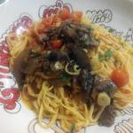 Taglialinis con boletus, aceite, ajo y tomates cherry