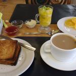 Parte del desayuno, esto es lo que yo elegi de la gran variedad que hay.