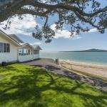 Situated at the foreshore of Cheltenham beach