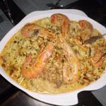Mari Monti.Tagliotinis-Gambas-Noix de St Jacques-Crème légérement tomaté-champignons-ail-basilic