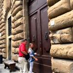 Entry door from Piazza della Signoria