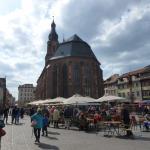 Heiliggeistkirche tegenover Hotel en Restaurant Ritter