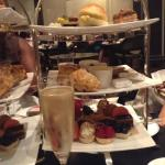 so much food to share for two people :) great sweet treats :) try the strawberry kiwi tea :)