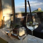 Der Blick beim Abendessen auf die Burg