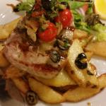 delicious tuna steak with handmade chips