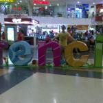 Variedad de decoración del centro comercial.