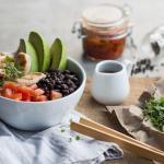 Bowl de Frijoles y Pollo. Rica combinación de sabores colombianos.