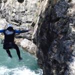 joli saut en canyon