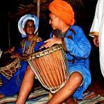 Maravillosa noche en el desierto, comida marroquí e increíbles conciertos de música tradicional.