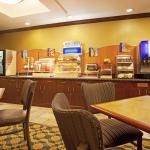 Photo de Holiday Inn Express Hotel & Suites Morris