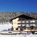 Hotelansicht im Winter - nur 6 km zur Talbahn