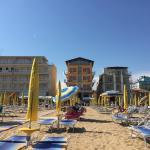 Blick vom Strand zum Hotel