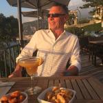 Fantastisk beliggenhed og skønne drinks. Langt væk fra larmen i Sorento. Den smukkeste solnedgan