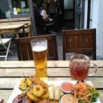 Cena genial, gente muy agradable, buena comida, ambiente amistoso, una gran experiencia en Londr
