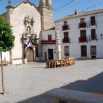 plaza y entrada al hotel