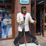 Elvis statue on Broadway