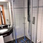 ebenerdige Dusche mit LED-Beleuchtung