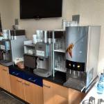 Kaffeemaschine und Fruchtsäfte