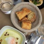 Soupe aux pois et tartine d'anchois
