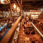 Хорошая кухня, отличный бар, атмосфера, музыка.