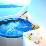 IKAROS outdoor jetted tub with sea view and sunset