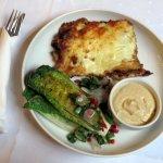 """Vegetarische lasagne, met gegrilde """"hjertesalat"""" en puree van kekererwten"""