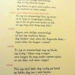 """Een van de ingelijste teksten aan de muur: een fragment uit """"Brand"""" van Ibsen"""