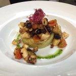 Polipo arrostito con pomodorini , olive taggiasche e tortino di patate al rosmarino