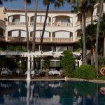 Poolblick im Innenhof der Hotelanlage