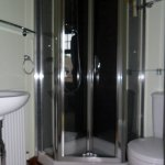 Double en suite shower