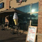 Mmmmmm.... Soft serve ice cream.  And they do a knock off to The DQ Blizzard called a Squall.  V