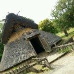 博物館前の竪穴式住居
