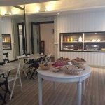Salle du petit déjeuner et buffets salé et sucré
