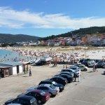 Vista desdela iglesia hotel al fondo al final de la playa
