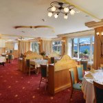 Notre accueillant restaurant panoramique saura vous séduire.