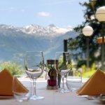 Admirez la vue sur les Alpes pendant un savoureux dîner eurasiatique.