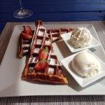 Vue extraordinaire  Déjeuner succulent et desserts merveilleux  Je recommande cet endroit qui