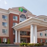 Holiday Inn Express Suites Middleboro