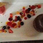 moelleux au chocolat et sa glace aux fraises