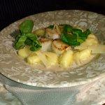 Noix de Saint-Jaques et gnocchis au parmesan