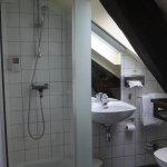 Petite salle d'eau : très propre : attention au personne de grande taille
