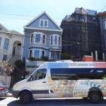 Notre van devant la maison bleue de Maxime Leforestier à San Francisco