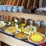 pour les gourmands :buffet de fromages régionaux et de desserts