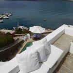 la terrasse de la chambre (vue sur la piscine)