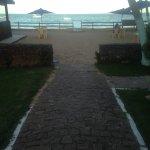 Vista da varanda do café da manhã para a praia.